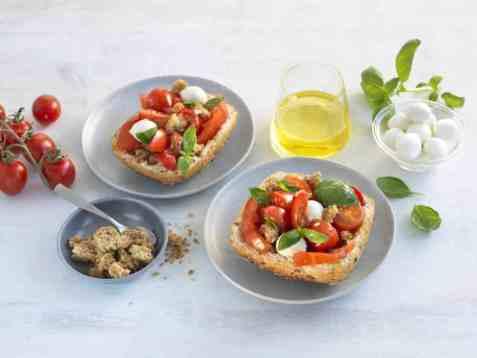 Panzanella - tomatsalat med brød oppskrift.