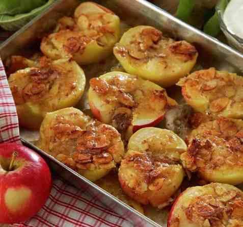 Bakte epler med mandeldekke oppskrift.