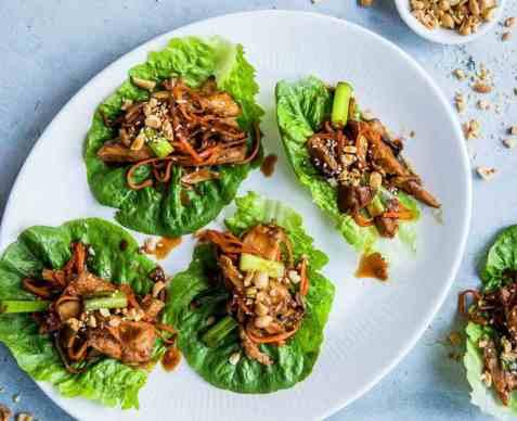 Asiatisk salatwrap med kalkun oppskrift.