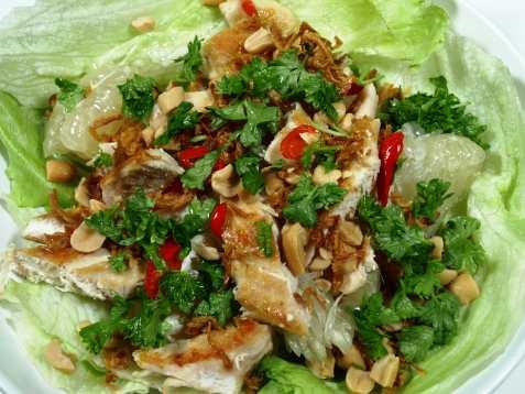 Thailandsk pomelo og kylling salat oppskrift.