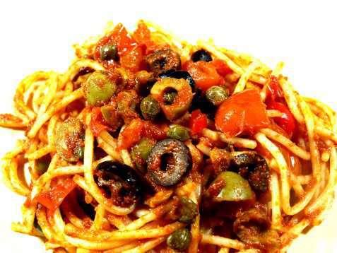 Spaghetti alla Puttanesca oppskrift.