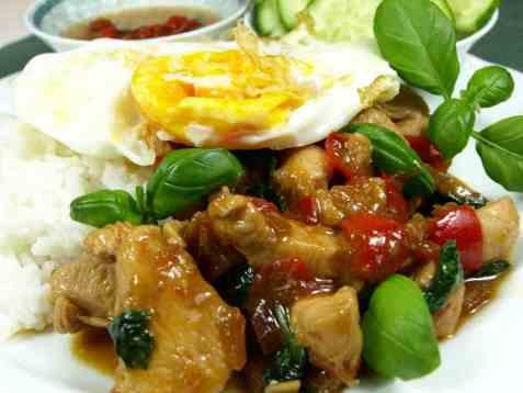 Bilde av Stekt kylling med chili og basilikum.