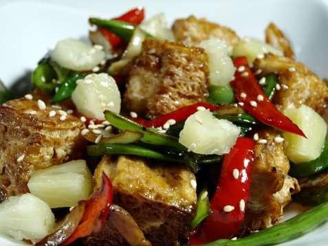 Sprøstekte grønnsaker med tofu oppskrift.