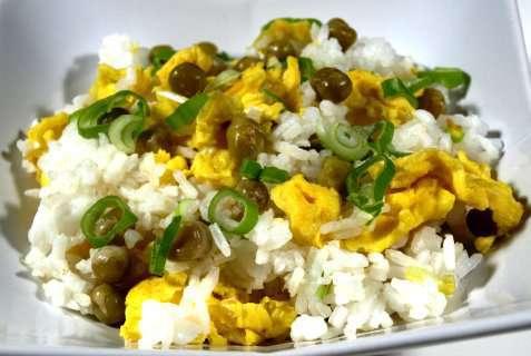 Stekt ris med egg oppskrift.