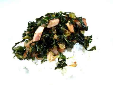 Spinatsalat med røkt kjøtt oppskrift.