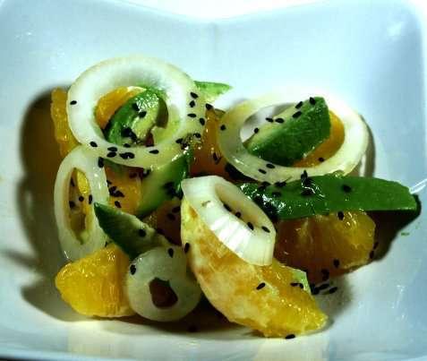 Bilde av Appelsinsalat med avocado og l�k.