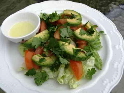 Avocado og tomatsalat oppskrift.