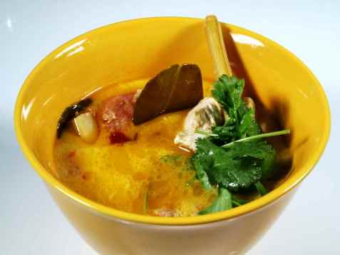 Kyllingsuppe med kokos, sitrongress og chili oppskrift.