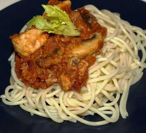 Spaghetti med tunfisk og sjampinjonger oppskrift.
