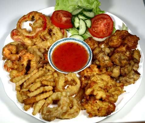 Reker og grønnsaker fritert med tempura oppskrift.