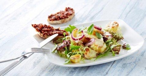 Mozzarella på romslig potetsalat oppskrift.