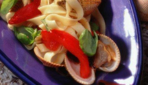 Hjerteskjell med pasta og tomater oppskrift.